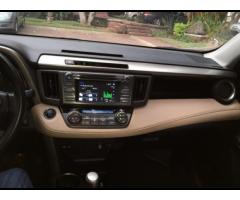 Toyota RAV4 2015 con record de agencia